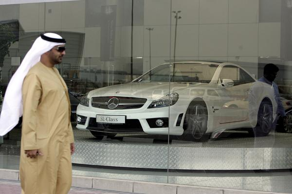 Mercedes-dealer in Arabi� | Foto: ANP/AFP