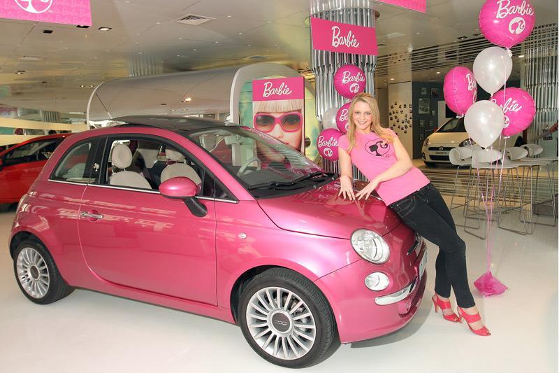 Barbie Fiat 500 op tournee  Autonieuws - AutoWeek.nl