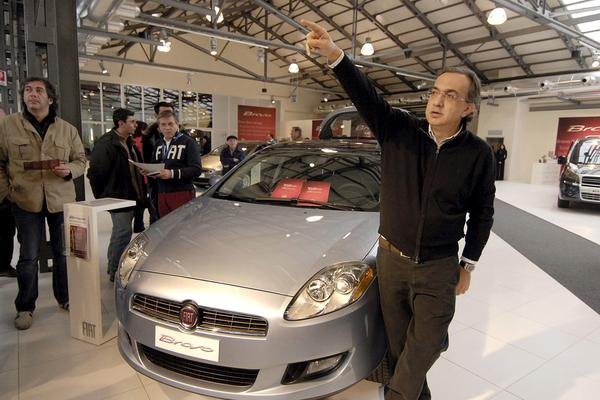 Sergio Marchionne bij Fiat Bravo | Foto: ANP/EPA
