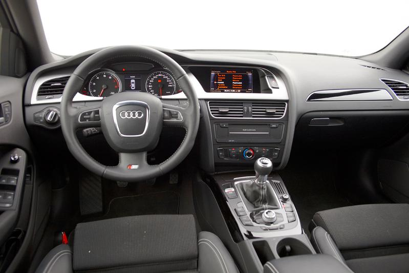 Audi a4 1 8 tfsi 120 pk 2011 autotests for Audi a4 interieur tuning