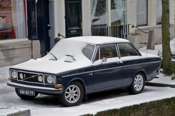 Volvo 142 in de sneeuw (foto: Kees-Peter Geluk)