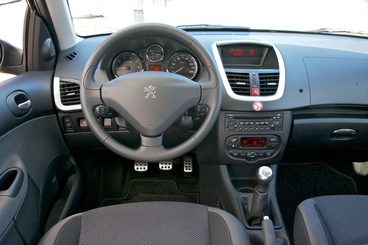peugeot 206 1 4 xs 2011 autotests. Black Bedroom Furniture Sets. Home Design Ideas