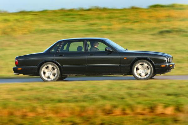 Jaguar XJR - 2001