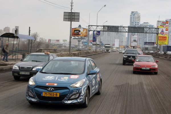 Charkov-expeditie Roland Tamling in Hyundai i30