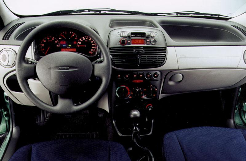 Fiat punto 1 2 elx specificaties auto vergelijken for Interieur smart 2000