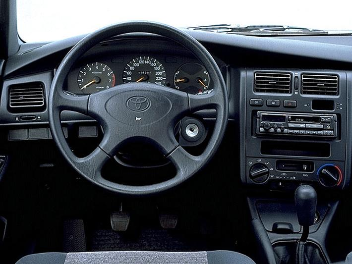 Toyota Carina — Wikipédia
