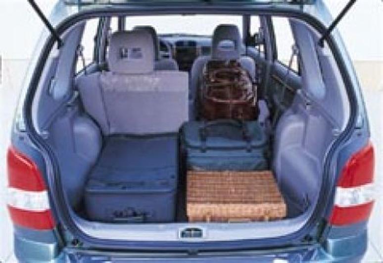 Mazda demio rijimpressies for Openingsuren interieur 2000