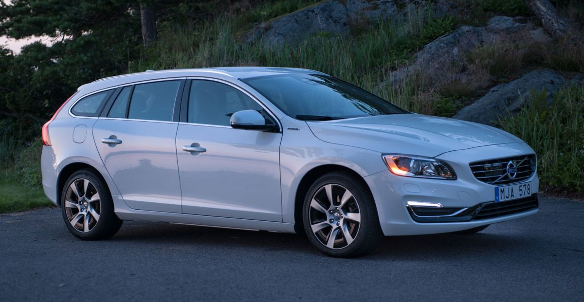 volvo v60 d6 awd plugin hybrid momentum specificaties. Black Bedroom Furniture Sets. Home Design Ideas