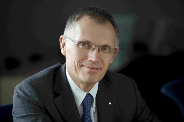 Baas Peugeot stelt personeel Opel gerust