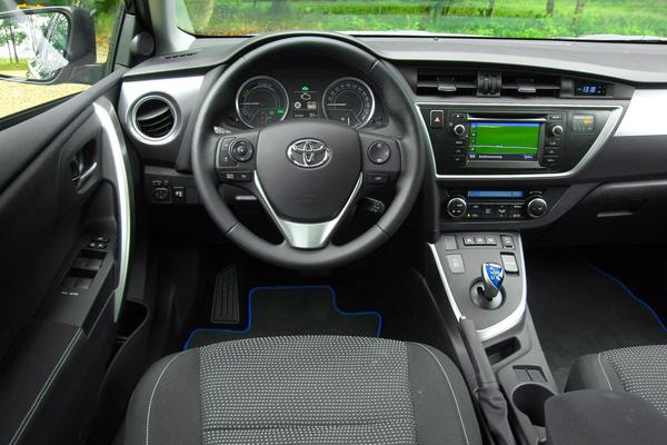 autotest toyota auris touring sports 1 8 hybrid dynamic. Black Bedroom Furniture Sets. Home Design Ideas