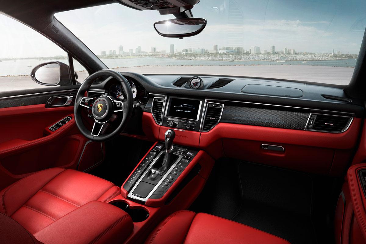 Фото | Чёрно-красный салон Porsche Macan