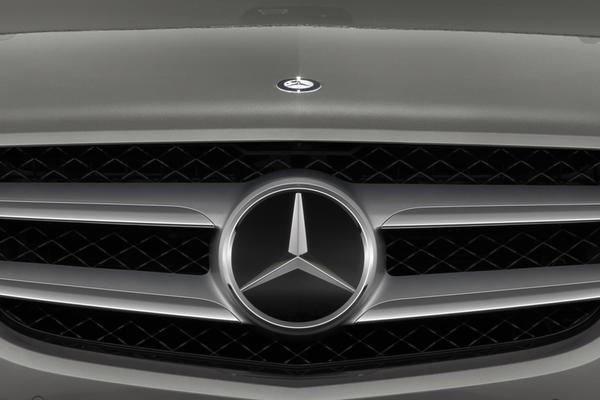 'Mercedes levert nieuwe politieauto's'