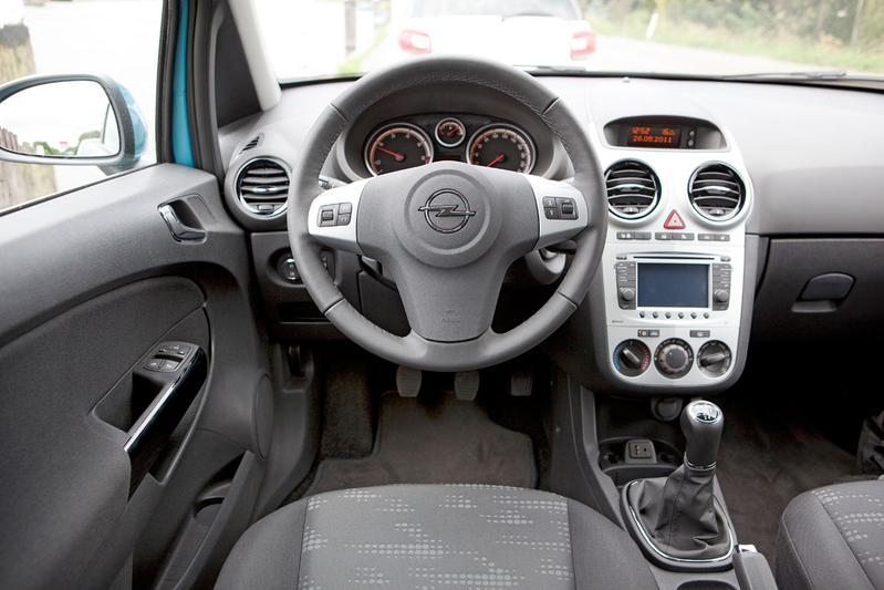 Opel corsa 1 3 cdti ecoflex cosmo 2012 autotests for Interieur opel corsa 2000