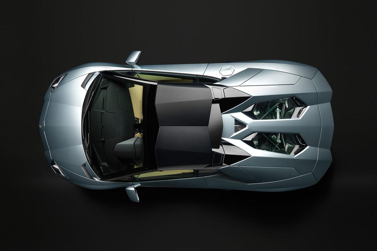 لامبورغيني تقدم افينتادور 700-4 Roadster
