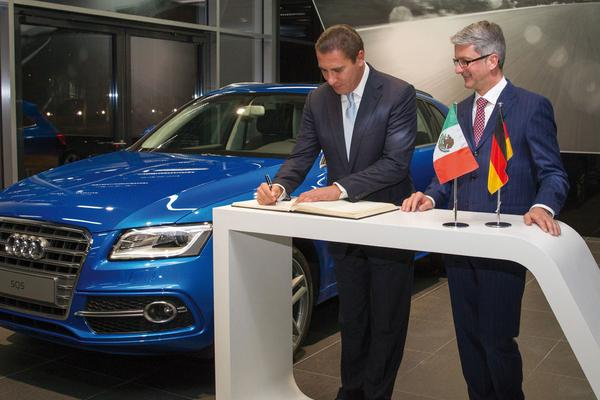 Rupert Stadler namens Audi in Mexico
