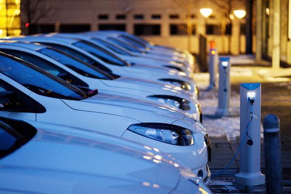 Meer geld voor laadpalen elektrische auto's