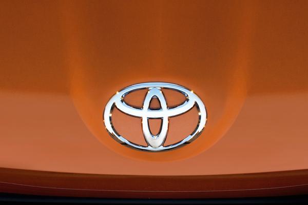 Eerste vrouw en westerling in top Toyota