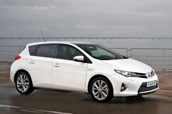 toyota auris 1 8 hybrid lease 2014 gebruikerservaring. Black Bedroom Furniture Sets. Home Design Ideas