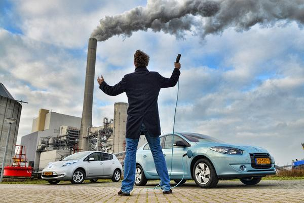 Renault Fluence Z.E.-Nissan Leaf