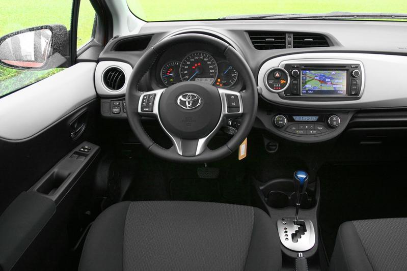 toyota yaris 1 5 full hybrid comfort 2012 autotests. Black Bedroom Furniture Sets. Home Design Ideas