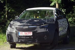 SUV van Qoros struint door Zwarte Woud