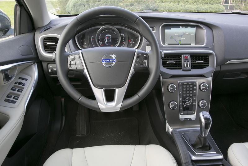 volvo v40 d4 business summum 2014 autotests. Black Bedroom Furniture Sets. Home Design Ideas