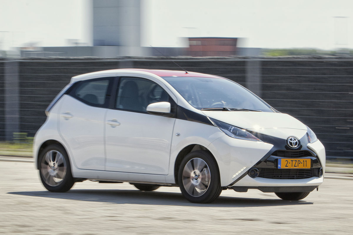 toyota aygo x play 2014 autotests. Black Bedroom Furniture Sets. Home Design Ideas
