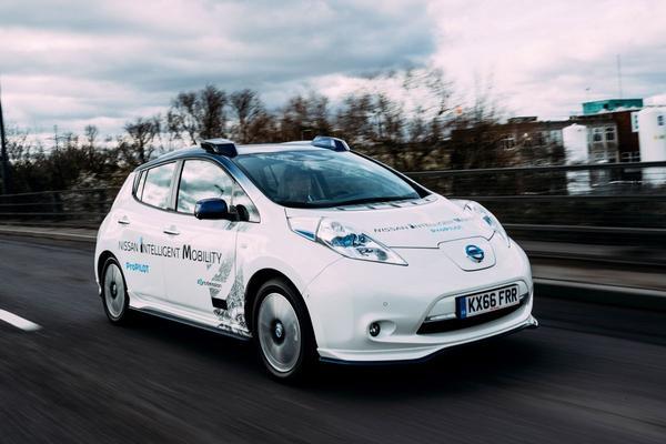 Zelfrijdende Nissan Leaf de weg op