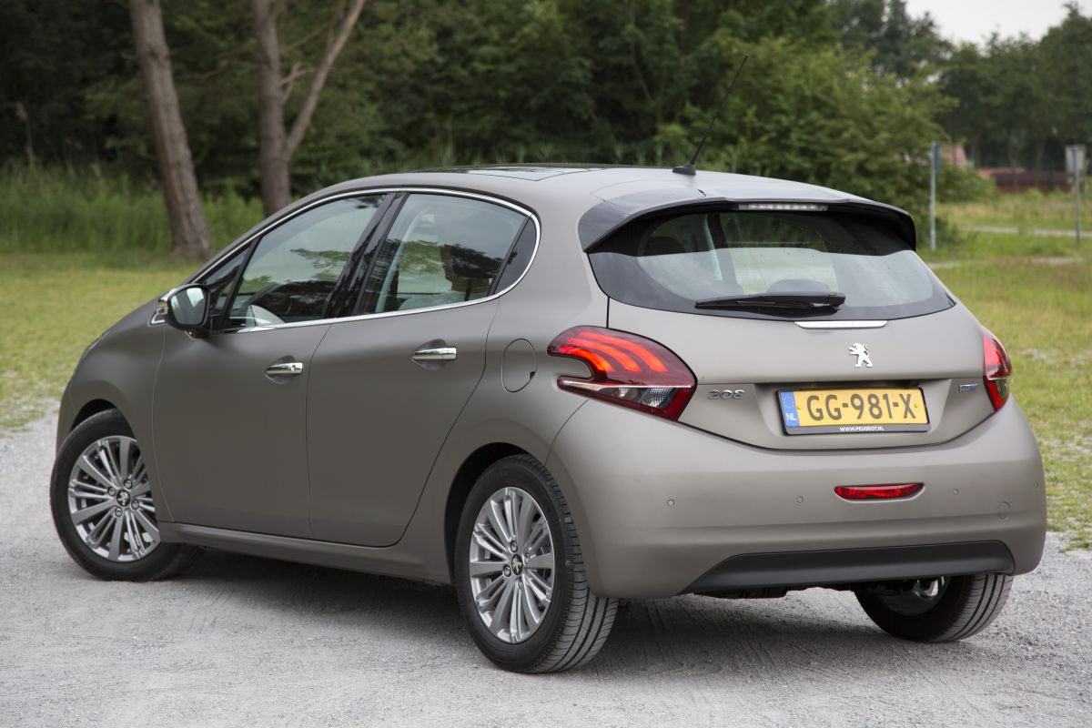 peugeot 208 1 6 bluehdi 100 blue lease executive 2015 autotests. Black Bedroom Furniture Sets. Home Design Ideas