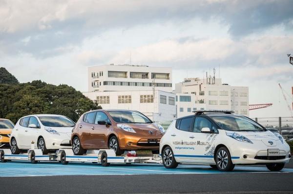 Video: Zelfrijdende Nissan Leaf bezorgt auto's in Japan