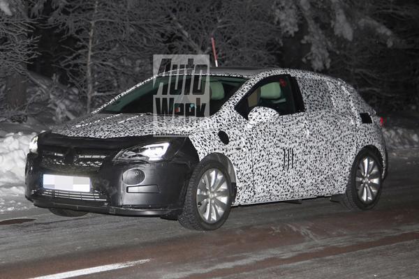 Nieuwe Opel Astra in het nachtleven