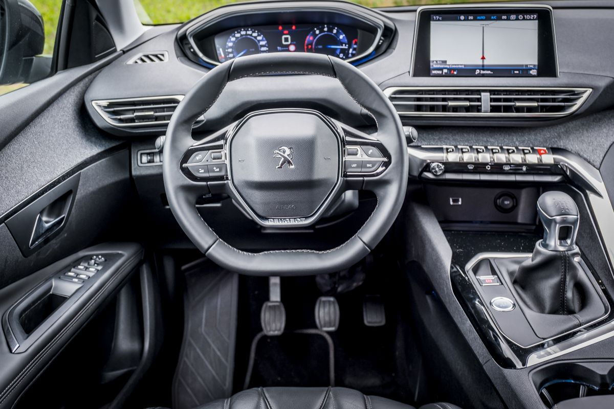 peugeot 5008 allure 1 2 puretech 2017 autotests. Black Bedroom Furniture Sets. Home Design Ideas