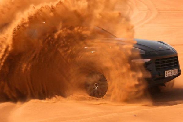 Porsche toont ingepakt Cayenne