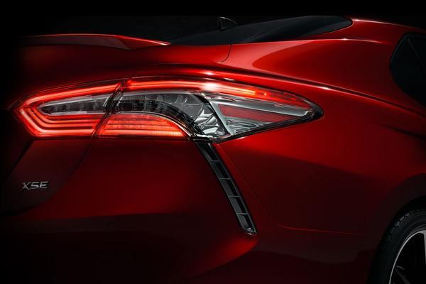 Toyota toont stukje nieuwe Camry