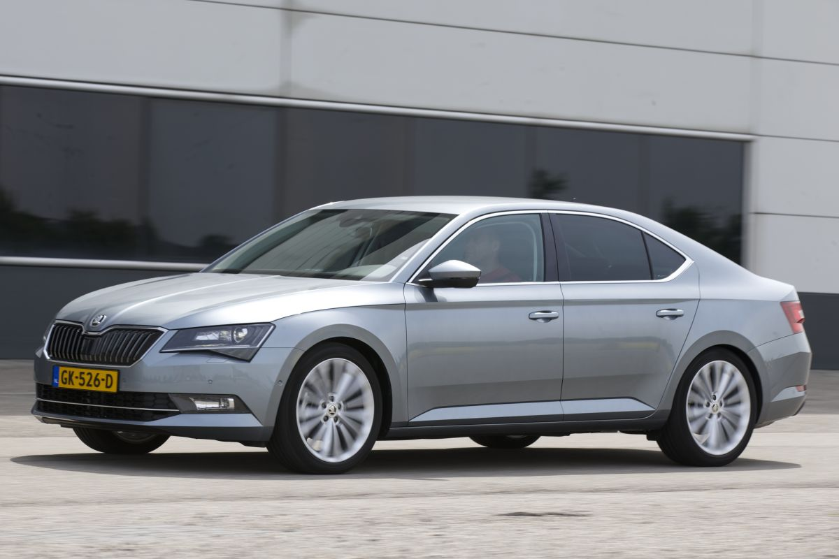 skoda superb 1 4 tsi greentech act style businessline 2015 autotests. Black Bedroom Furniture Sets. Home Design Ideas