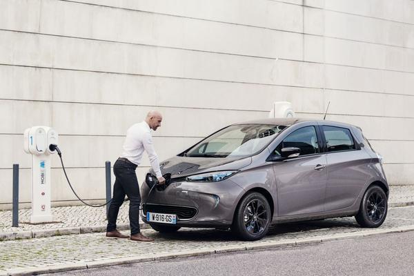 Renault met 'EV-verrassing' naar Genève