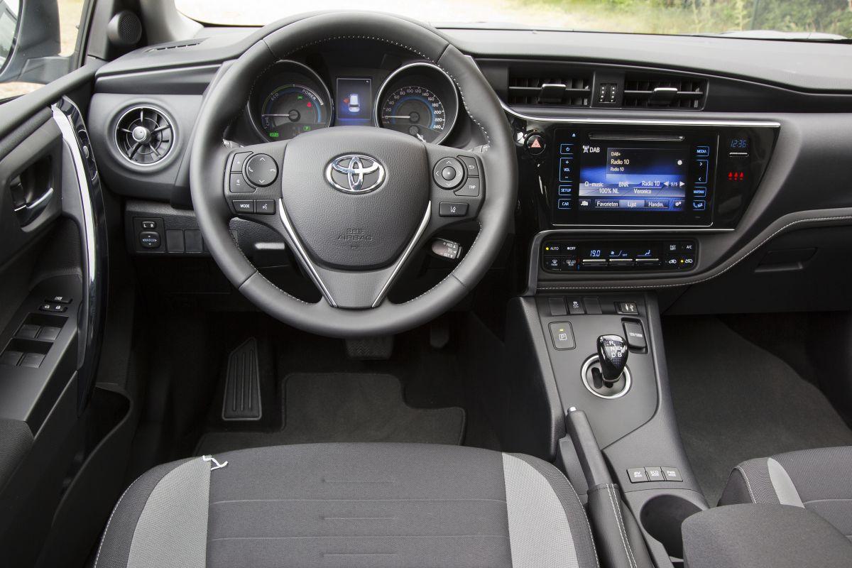 toyota toyota auris touring sports 1 8 hybrid lease 2015 autotests. Black Bedroom Furniture Sets. Home Design Ideas