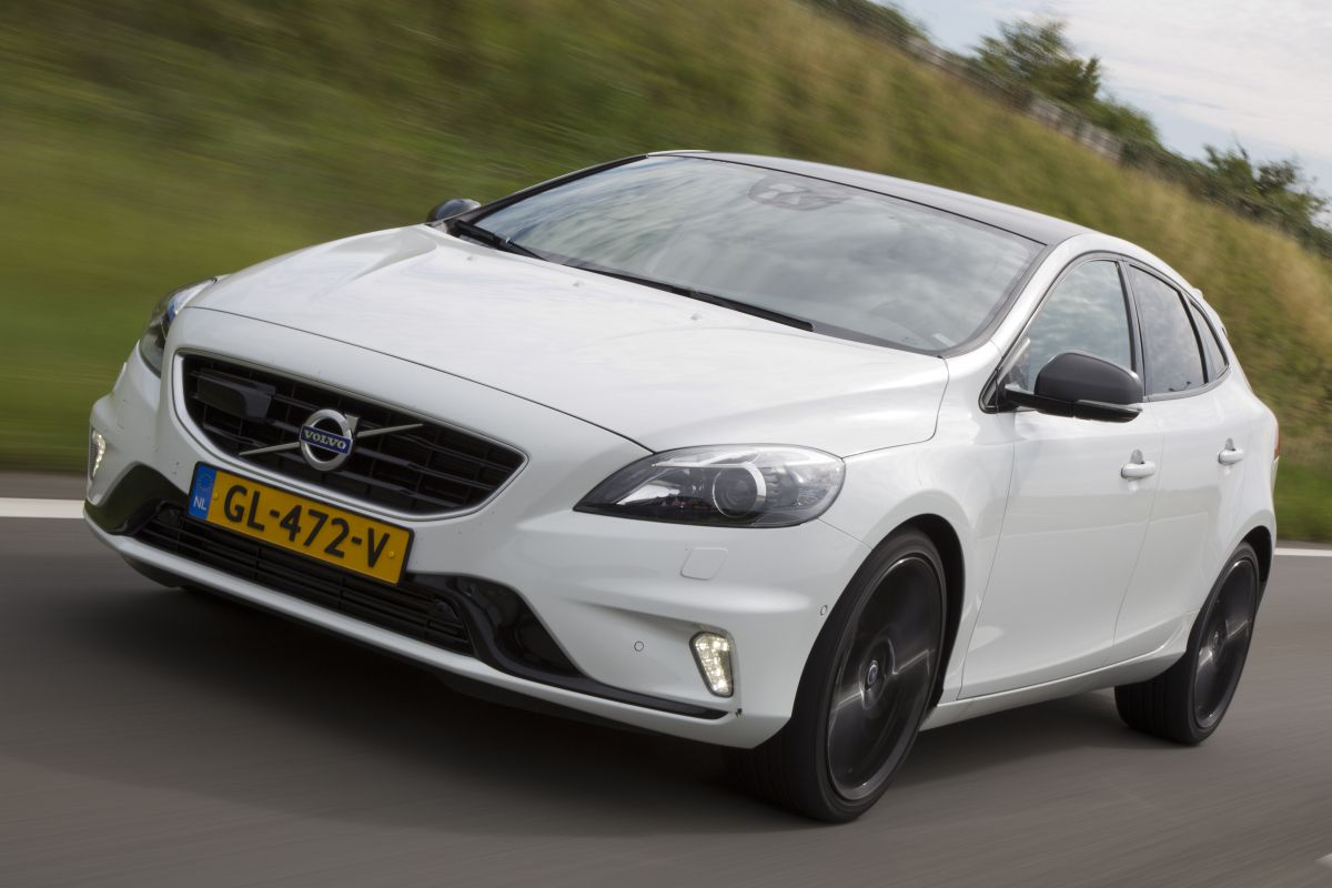 volvo v40 d4 carbon edition polestar rijimpressies. Black Bedroom Furniture Sets. Home Design Ideas