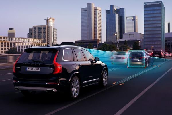 Volvo test zelfrijdende auto's met Britse gezinnen