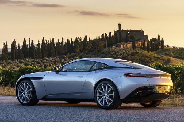 Aston Martin legt nieuw logo vast