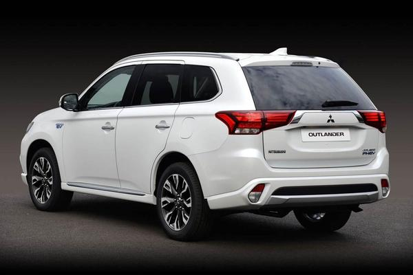 mitsubishi outlander phev officieel in nederland autonieuws. Black Bedroom Furniture Sets. Home Design Ideas
