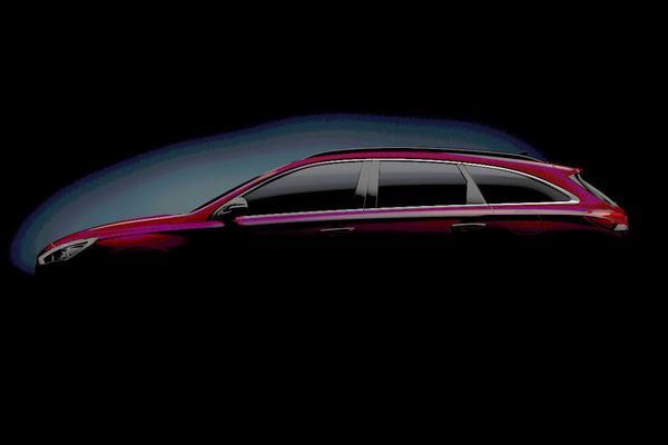 Hyundai i30 Wagon schemert door