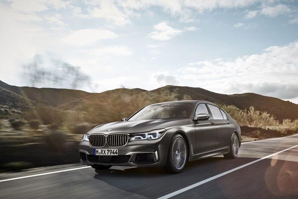 BMW M760Li xDrive is los