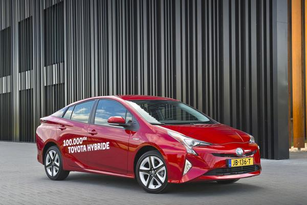 100.000 hybride Toyota's in Nederland