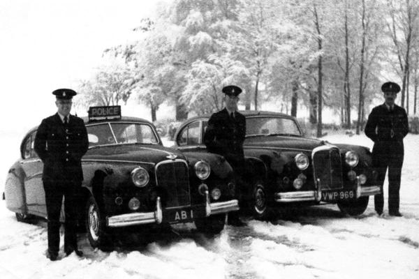 'Britse politieman verkoopt kenteken onder waarde'
