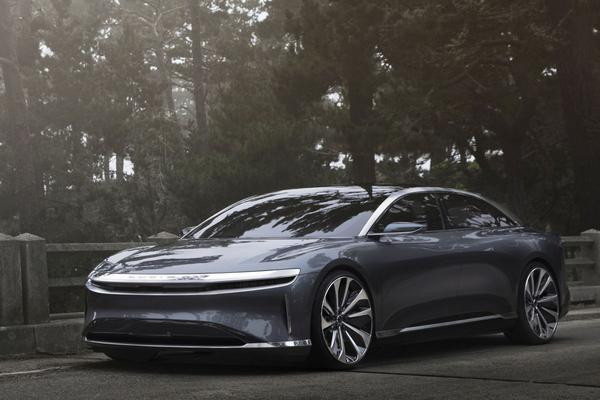 Lucid Air schittert in Pebble Beach