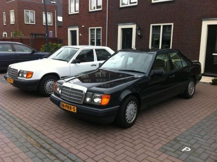 Mercedes-Benz 300 E (1986)