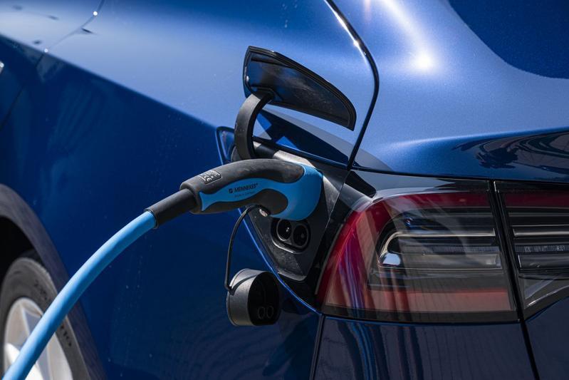 Tesla Model 3 laden EV elektrisch rijden
