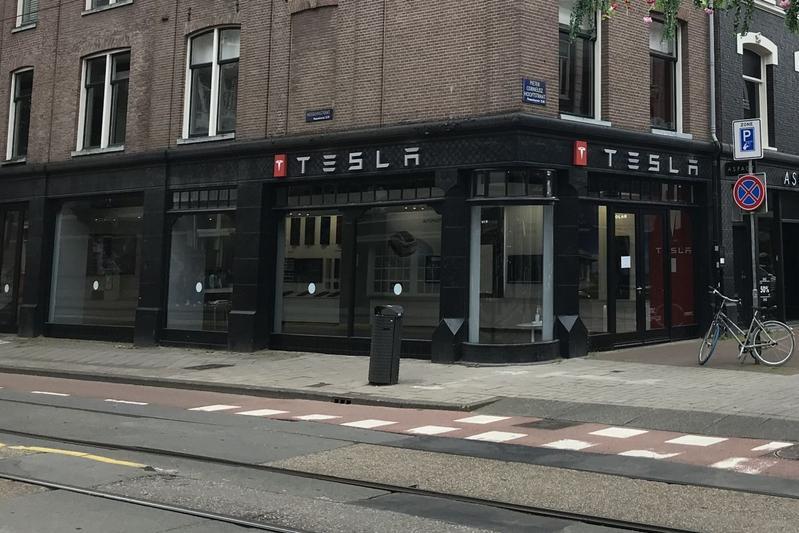 Tesla Store Amsterdam P.C. Hooftstraat