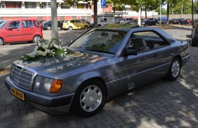 Mercedes-Benz 300 CE (1987)